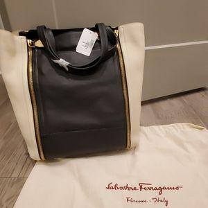 Ferragamo Suzanne Zip Front Tote Bag Black/White